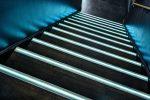 Bløde fodlister og trappeforkanter med lys