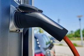DESITEK beskytter elbiler og ladestandere