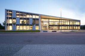 HiCons facade i højstyrkebeton skaber en elegant ramme