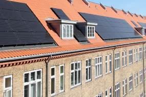 Ny batteriløsning til boligforeninger udnytter solenergien bedre og sparer på elregningen