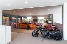Opførelse af Ferrari og Maserati bilhus